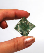 Load image into Gallery viewer, Green Aventurine Crystal Chips Orgone Merkaba Star