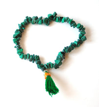 Load image into Gallery viewer, Malachite Crystal Polished Chips Power Bracelet
