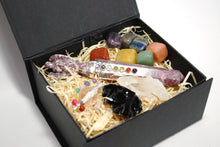 Load image into Gallery viewer, New 'Ultimate' Natural Healing Crystal Gift Boxed Set Inc Chakra Tumble Set, Clear Quartz, Black Obsidian