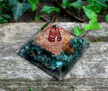 Load image into Gallery viewer, Emerald & Clear Quartz Large Orgone Pyramid