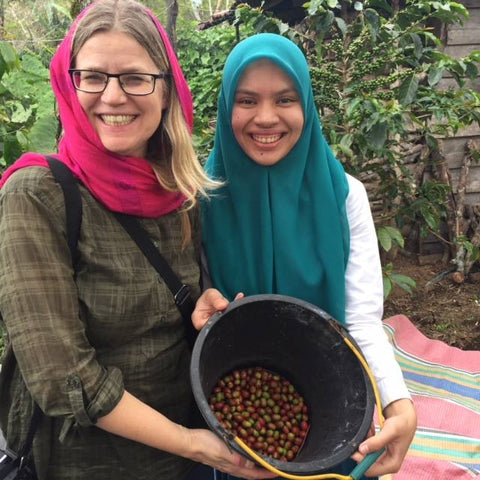 Helen and Mutia Zahara - member of Permata Gayo - show their harvest.