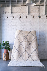 [SOLD] TRUE LINES beni ourain vintage moroccan berber carpet