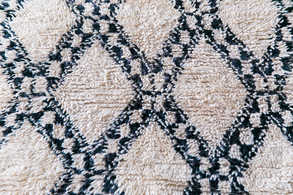 [SOLD] KING OF THE NORTH beni ourain vintage moroccan berber carpet