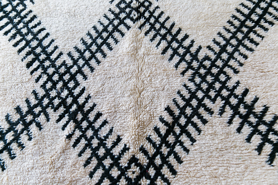 [SOLD] HERE TO HEAR YOU marmoucha vintage moroccan berber carpet