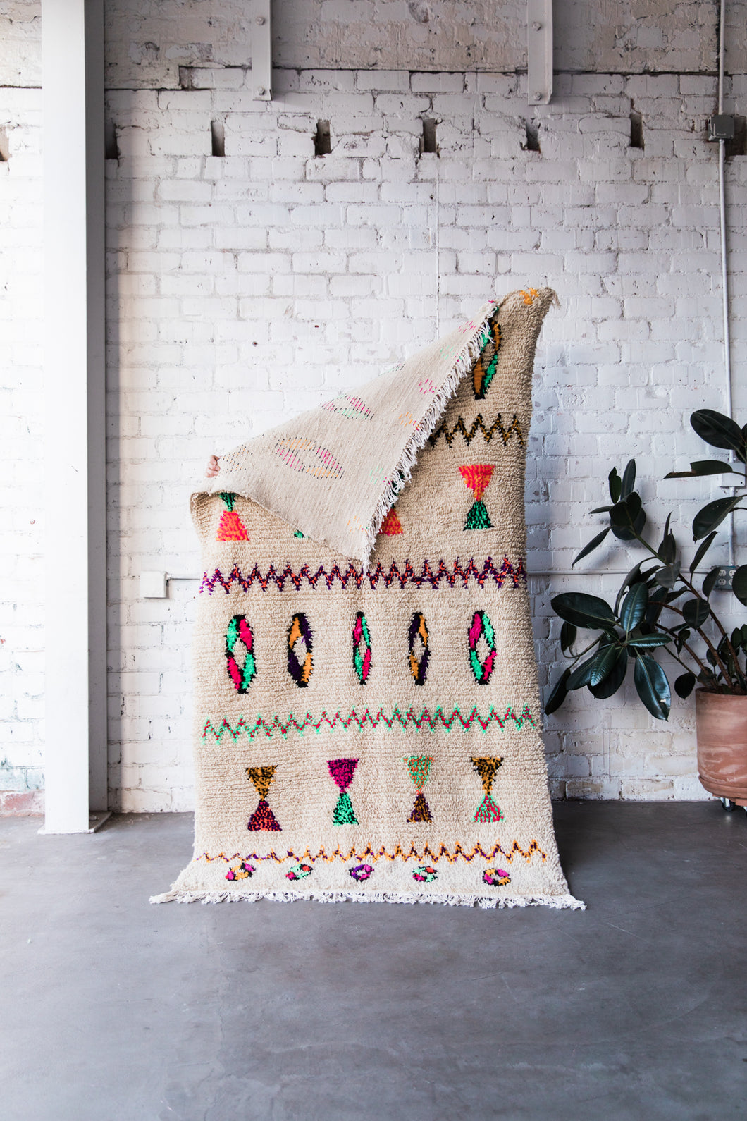 [SOLD] DONUTS AND HOURGLASSES vintage ourika moroccan berber carpet