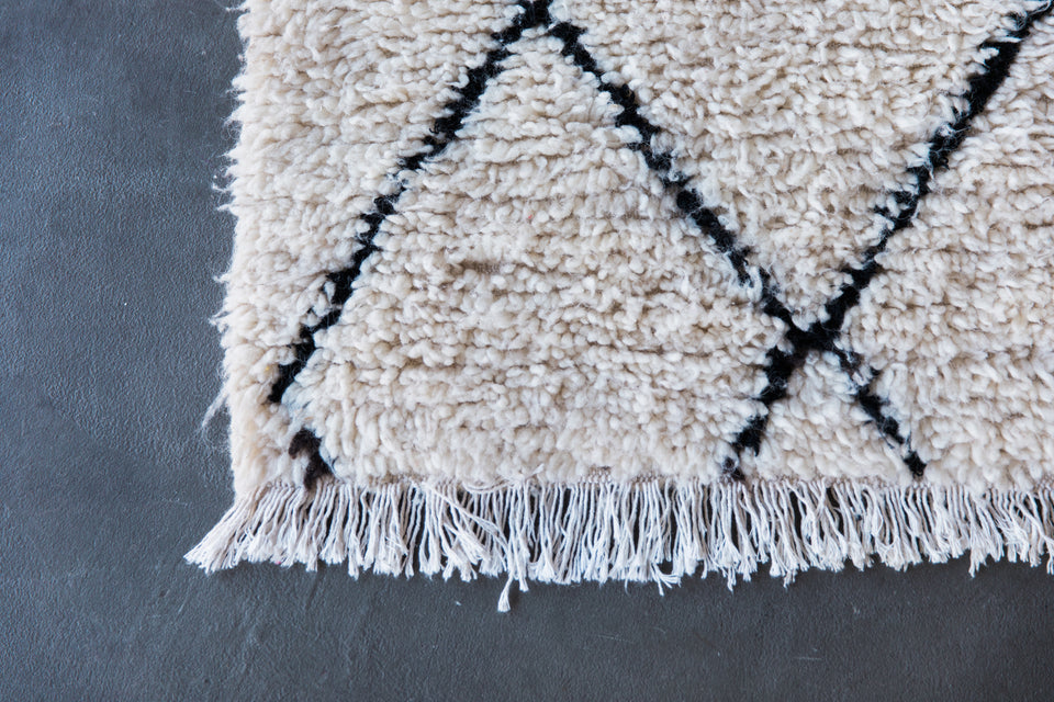 [SOLD] REAR WINDOW vintage beni ourain moroccan berber carpet