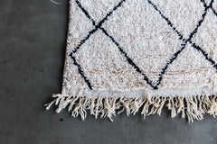[SOLD] SQUIGGLE WIGGLE vintage beni ourain moroccan berber carpet