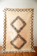 [SOLD] THE BOW-TIE FIGHTER vintage berber moroccan rug