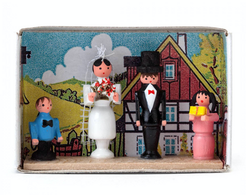 028/065 - Matchbox Scene with Wedded Couple