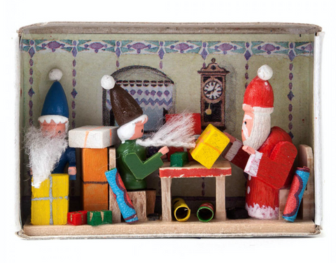 028/136 - Matchbox Scene: Christmas Surprise!