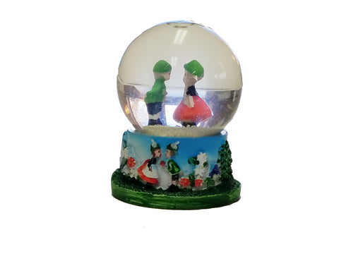Kissing Couple Snow Globe 2.5""