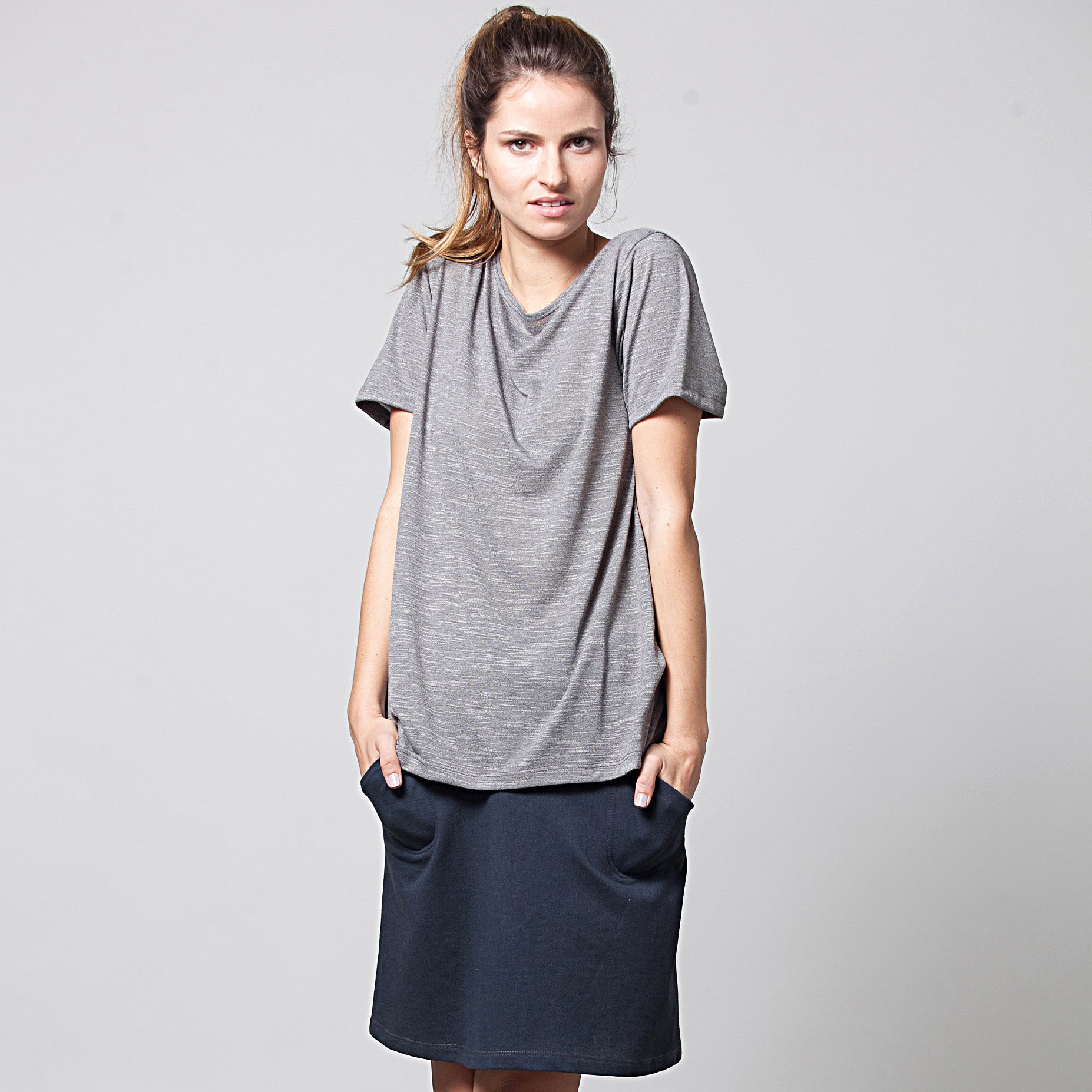 Sample sale- A-line skirt in french terry in S-M color navy - DuendeFashion  - 3