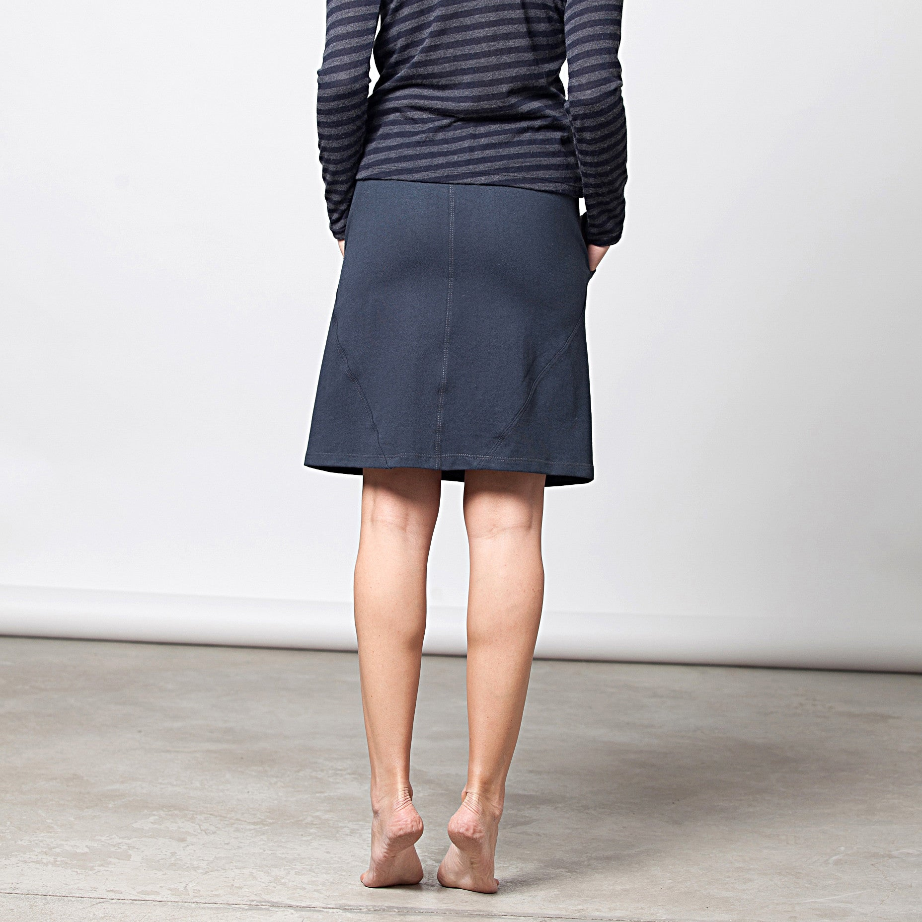 Sample sale- A-line skirt in french terry in S-M color navy - DuendeFashion  - 4