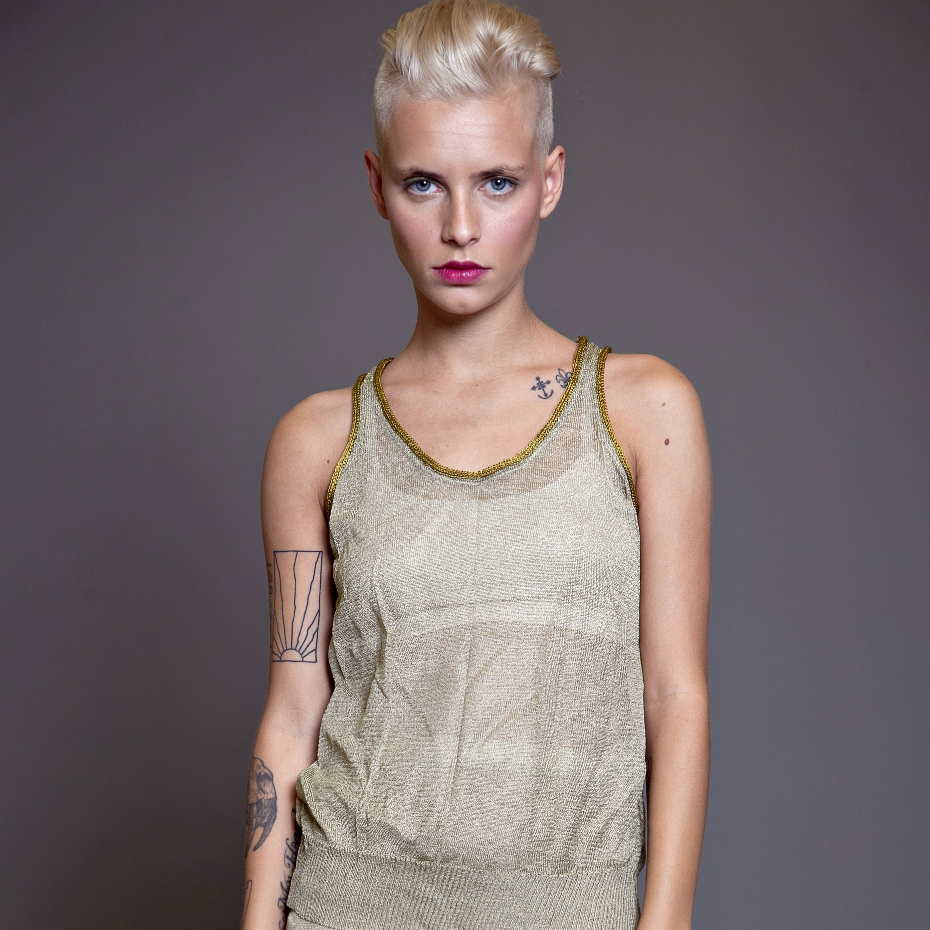 Sample sale- Metallic knit tank top size S-M color gold - DuendeFashion  - 5