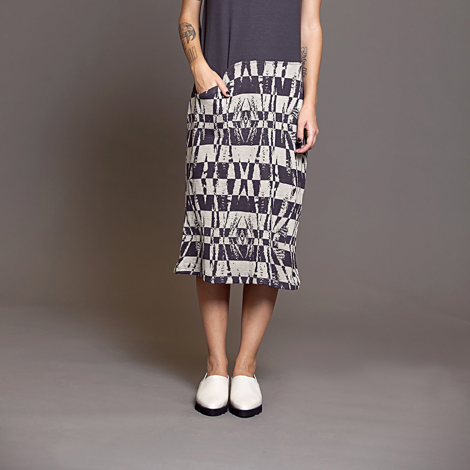 Sample sale- Jersey and Jacquard knit pocket dress size M color steel and stone - DuendeFashion  - 6