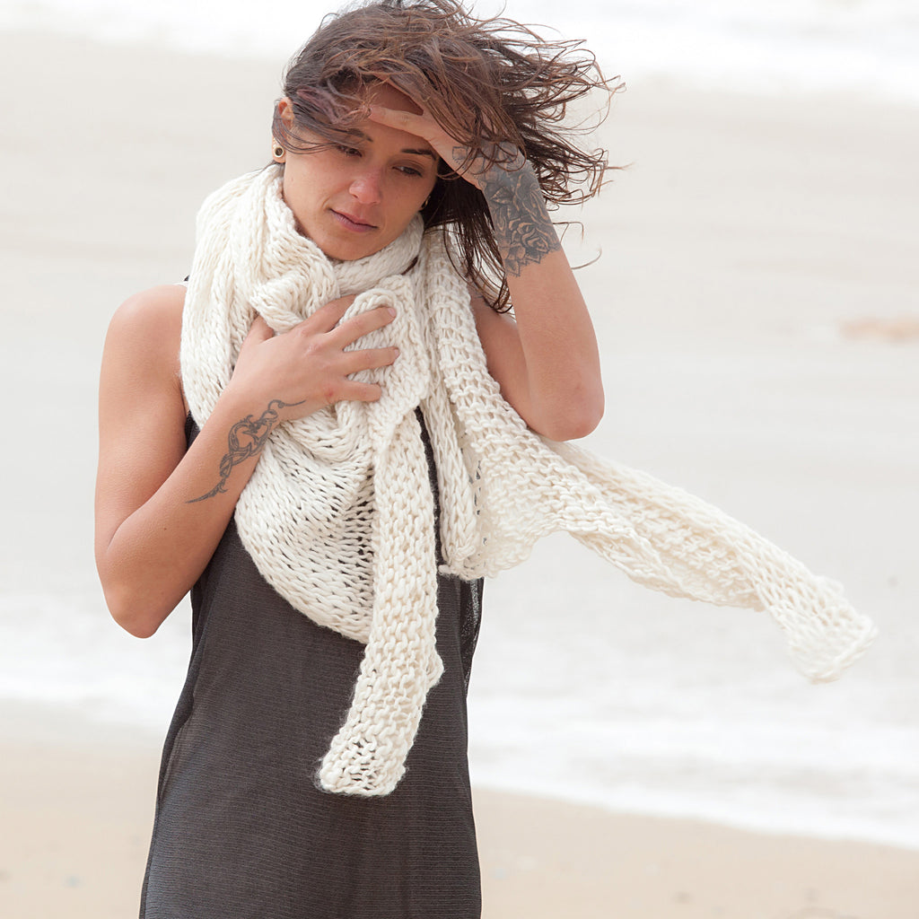 Hand Knitted sawl scarf - DuendeFashion  - 1