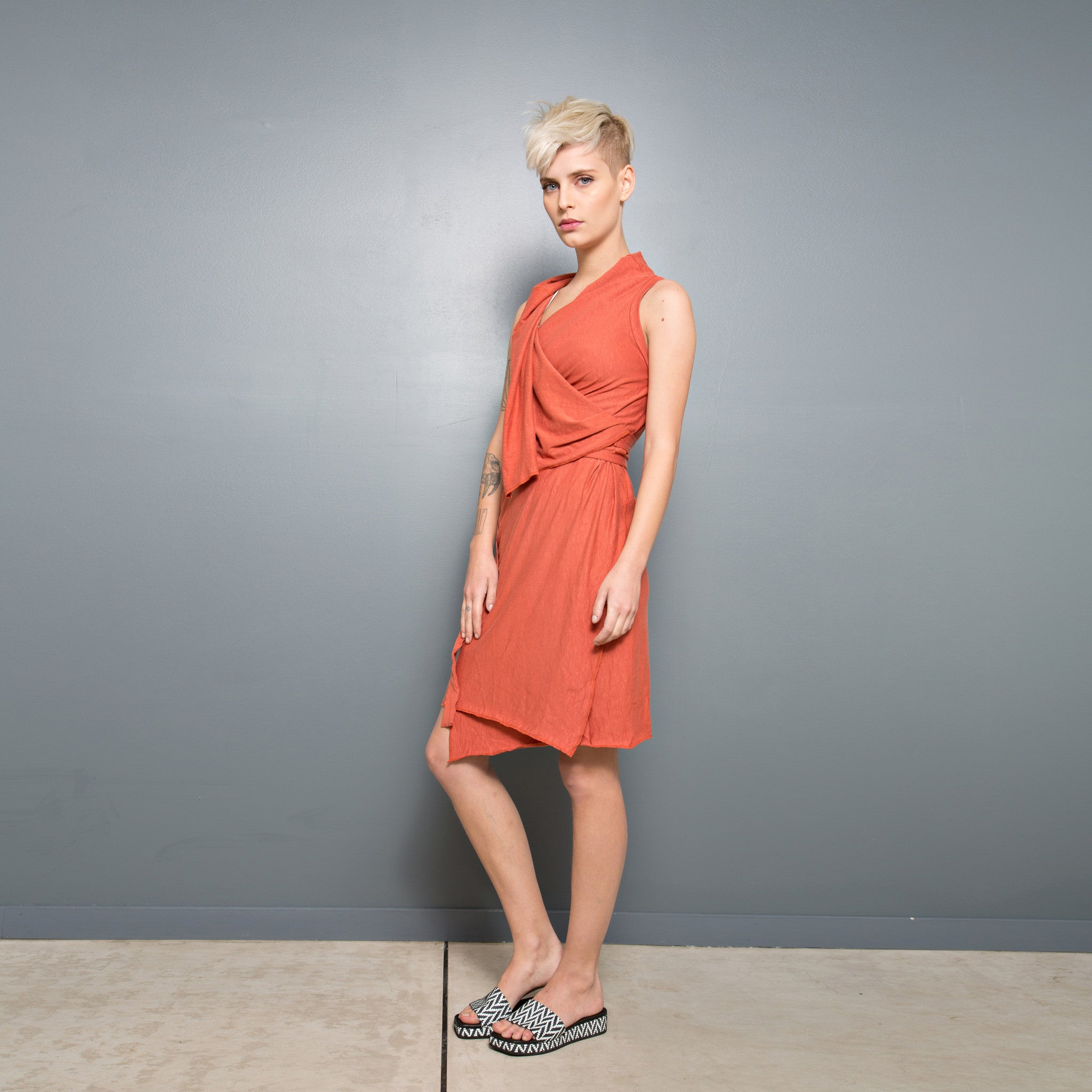 Sleeveless wrap Dress - DuendeFashion  - 4