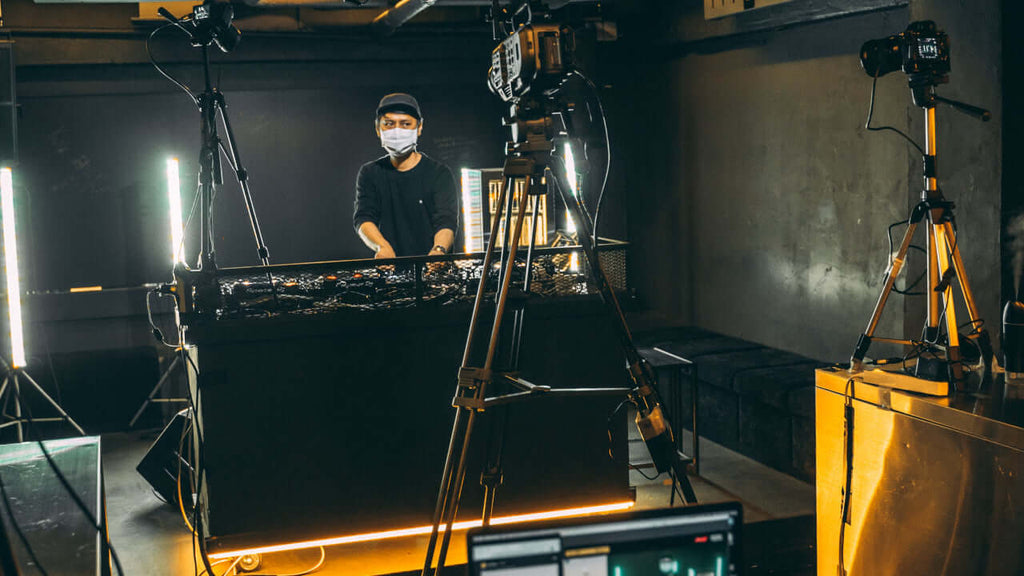 DJ Live-Streaming with Camcorder and DSLR