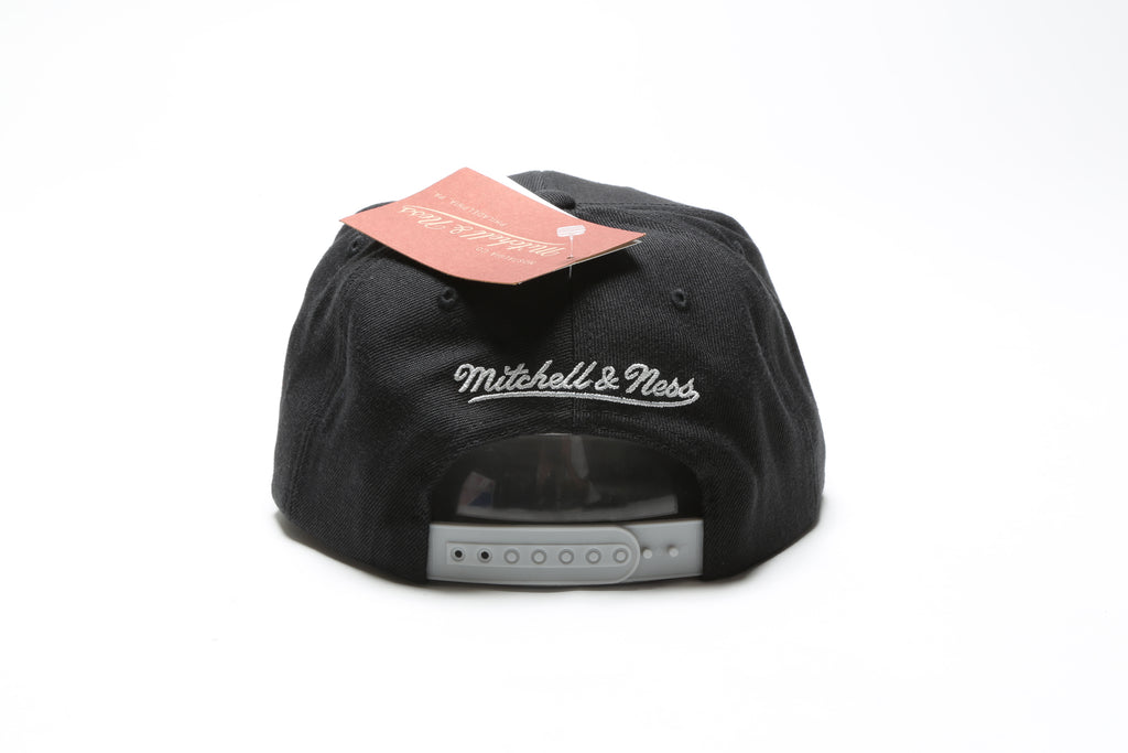 finest selection 621ef 80a96 Cracked Iridescent Snapback - Chicago Bulls ...