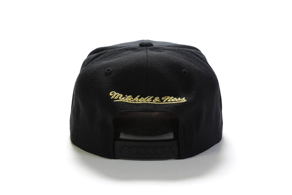 Black & Gold Snapback - (Chicago Bulls) Black