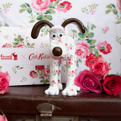 Antique Rose Gromit Unleashed Figurine by Cath Kidston. Front view. Pretty Floral figurine featuring popular rose print