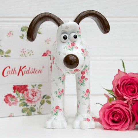 Antique Rose Gromit Unleashed Figurine Gift, front view. Design by Cath Kidston. Our Favourite dog Gromit featuring popular British floral rose print.