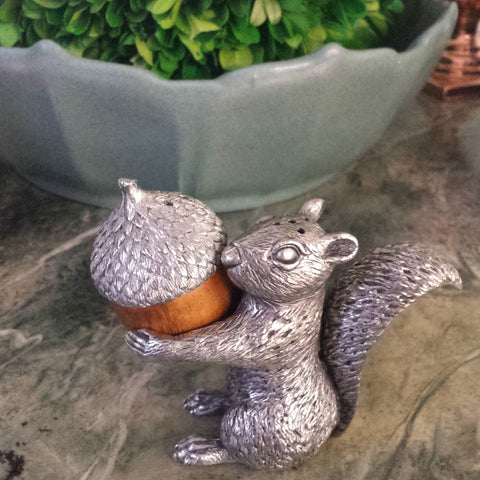 K71000 - Squirrel with Acorn Salt & Pepper Shakers