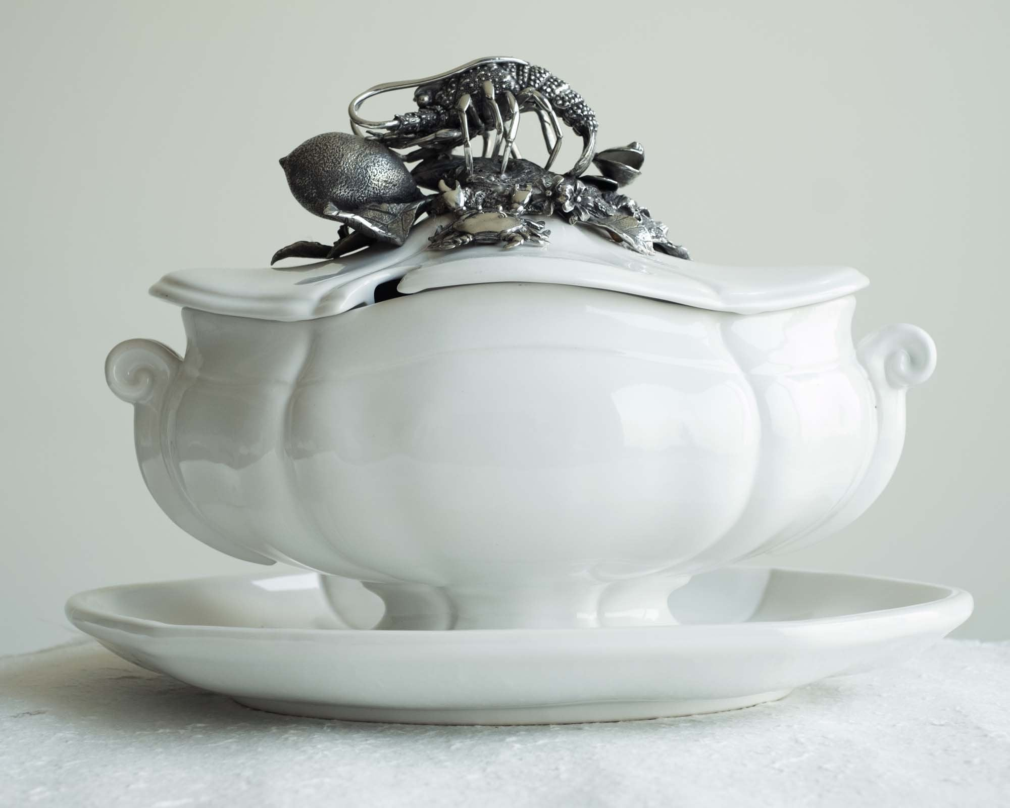 L01695 - Lobster Soup Tureen