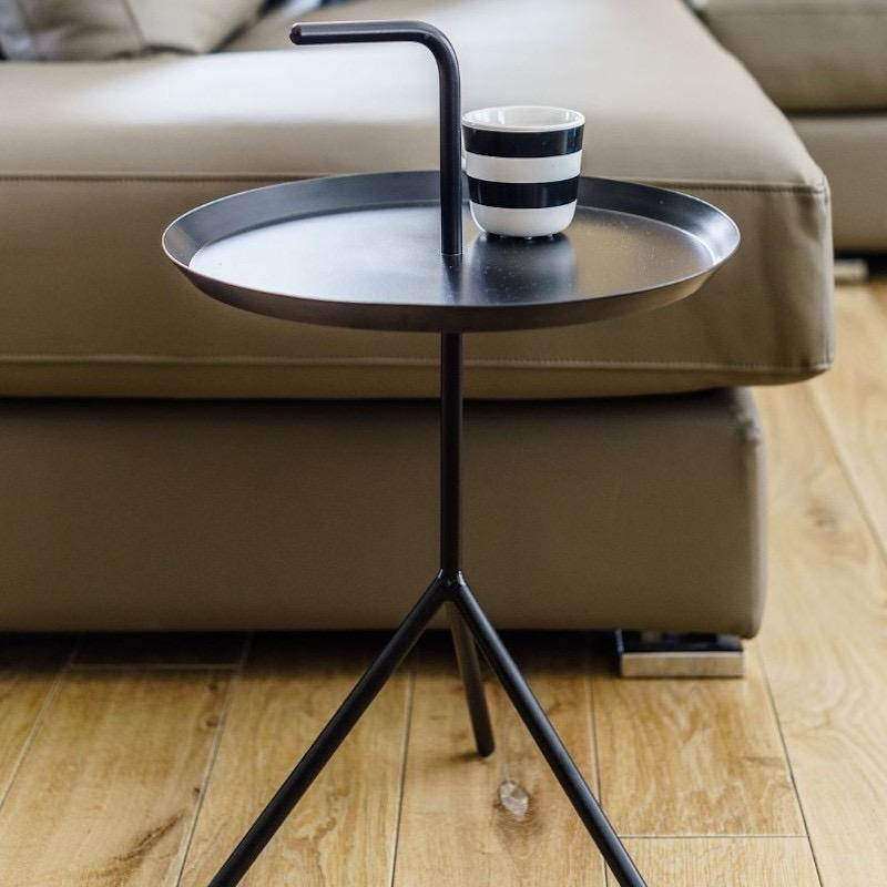 Portable black accent table