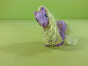 My little pony : petit poney mauve clair, crin jaune