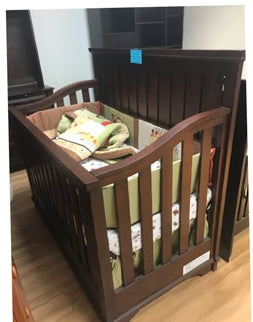 Legacy Kids Crib (Markham Floormodel /IN STORE PICK-UP ONLY)