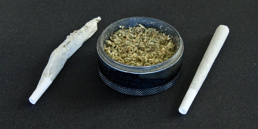 cannabis grinder roll perfect joint