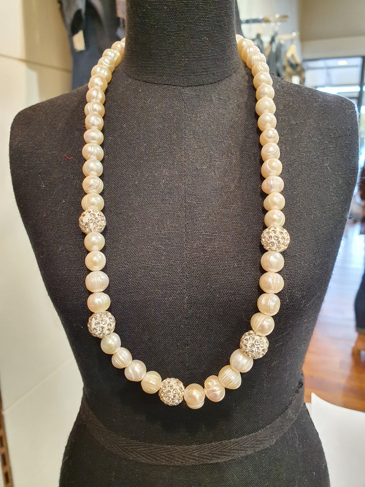 Kiwicraft Peal Necklace with diamente balls