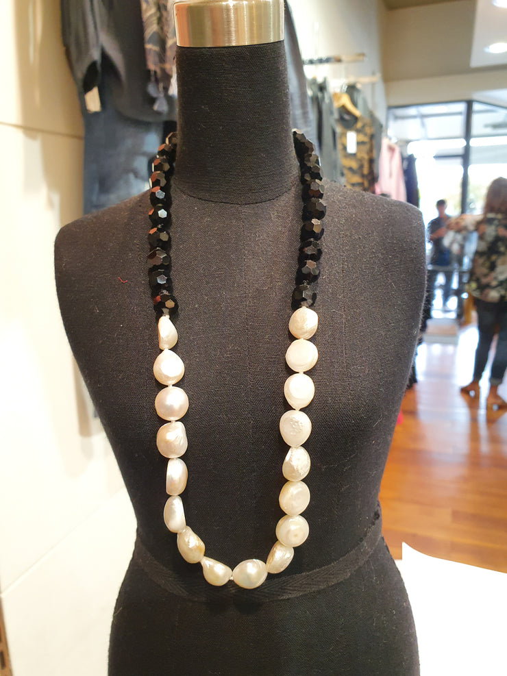 Kiwicraft Jet & Pearl Necklace
