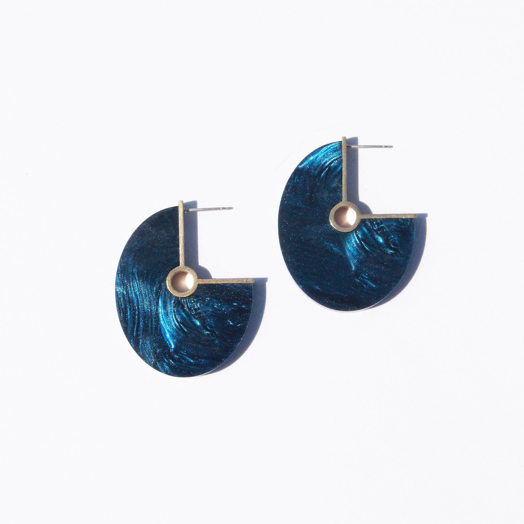 Metalepsis Projects NeoNeo Oval Earrings pearlescent