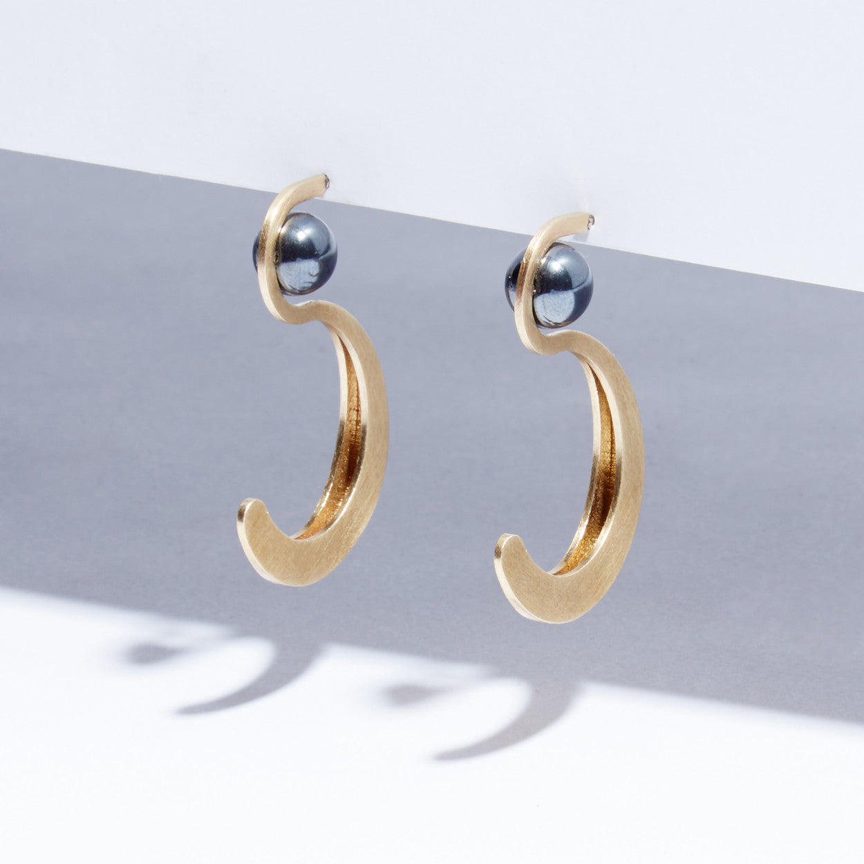 Metalepsis Yuyu Earrings - brass