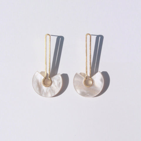 Metalepsis Projects NeoNeo Broken circle Earrings pearlescent