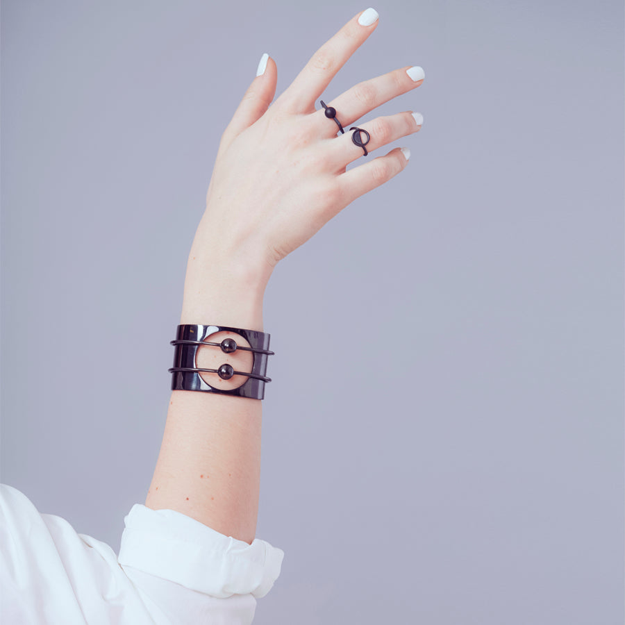 Orbit Cuff - black