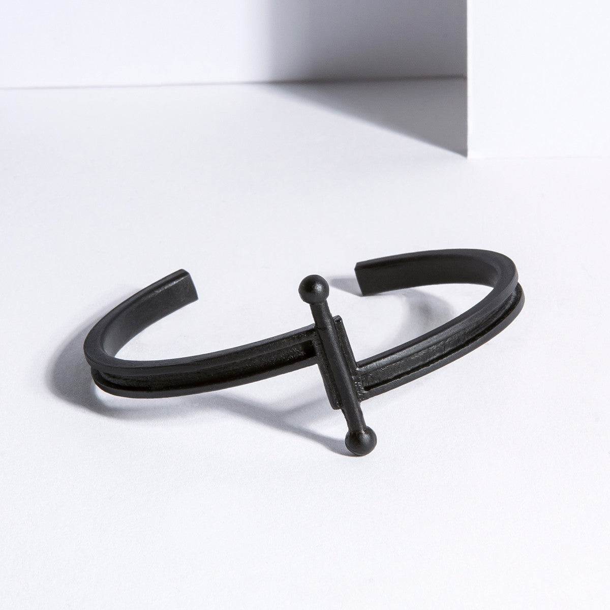 Metalepsis Pin Cuff - matte black