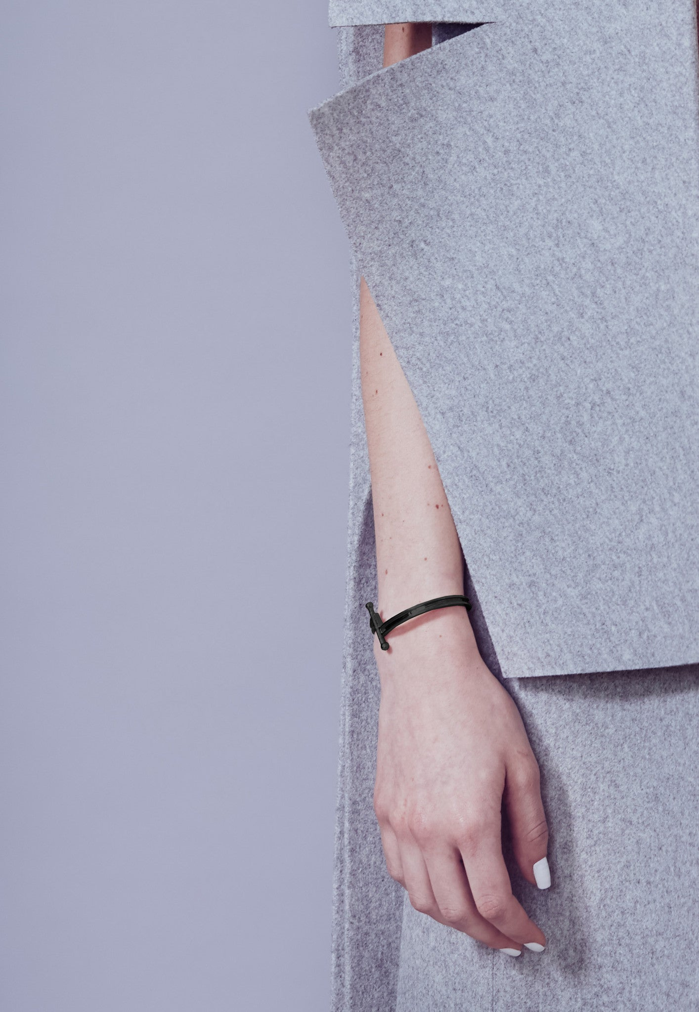 Metalepsis Pin Cuff matte black - detail