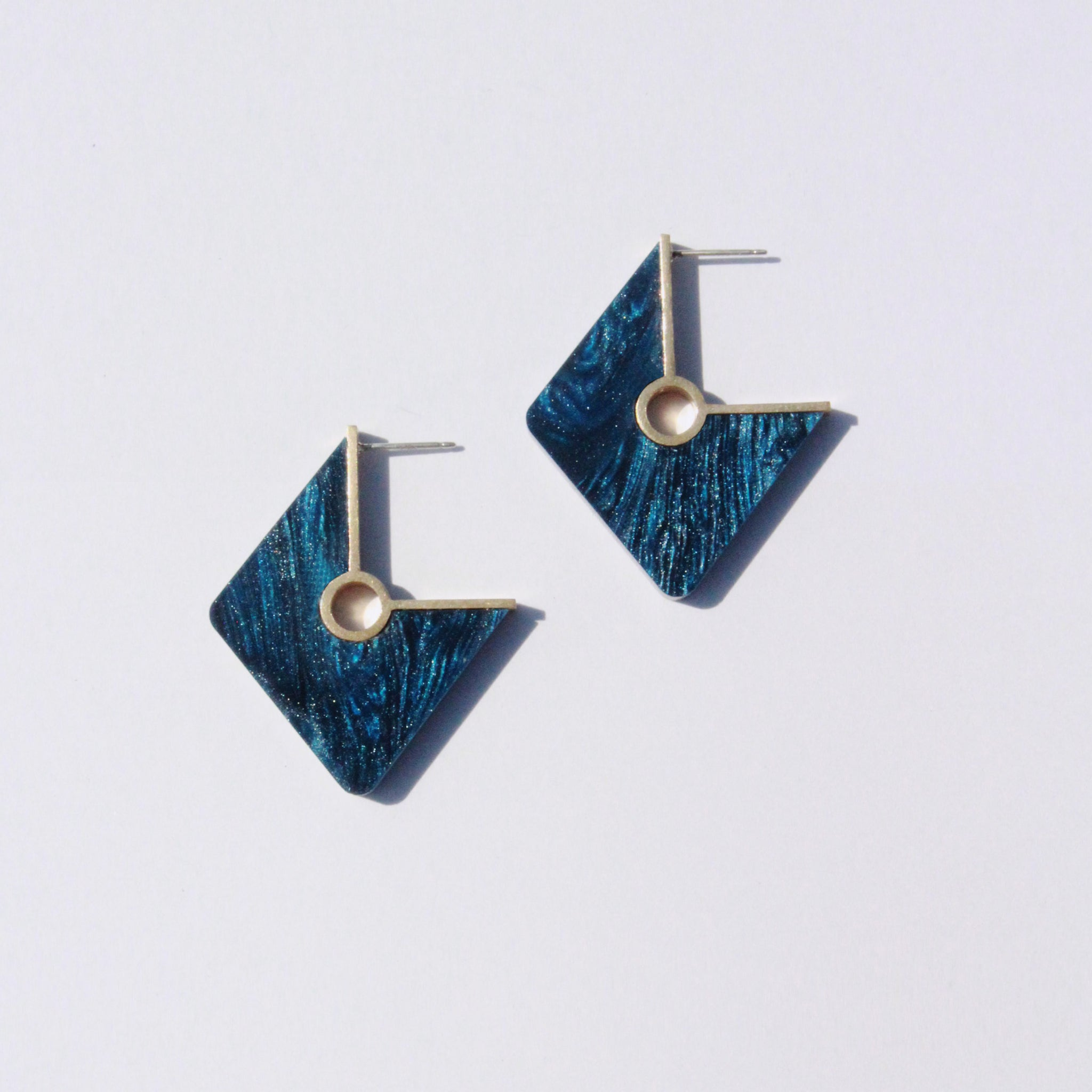 Metalepsis Projects NeoNeo Rhombi Earrings Pearlescent cobalt