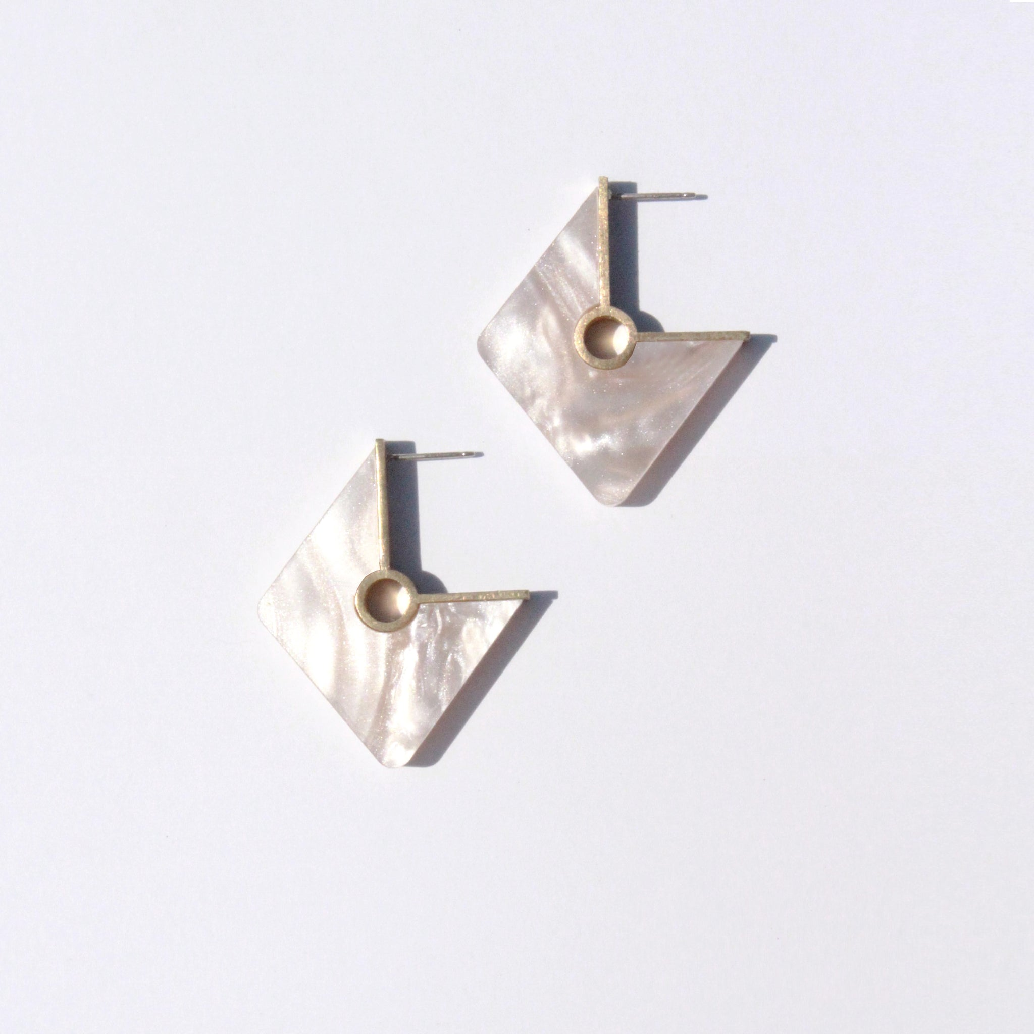 Metalepsis Projects NeoNeo Rhombi Earrings Pearlescent Ivory