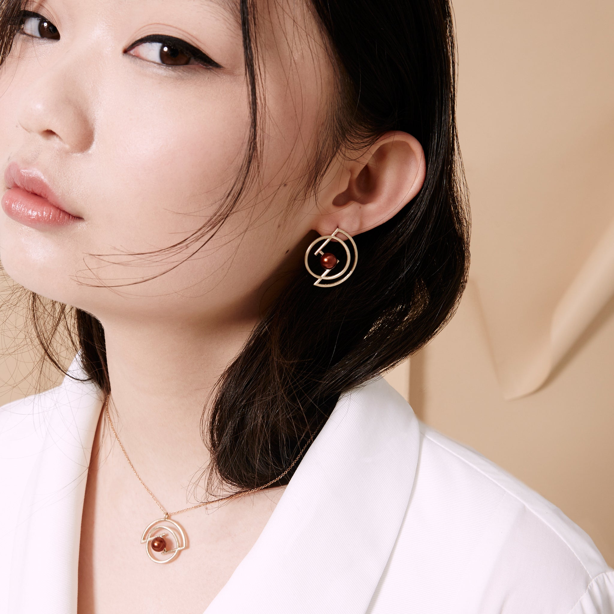 Volten Earrings- Pearl