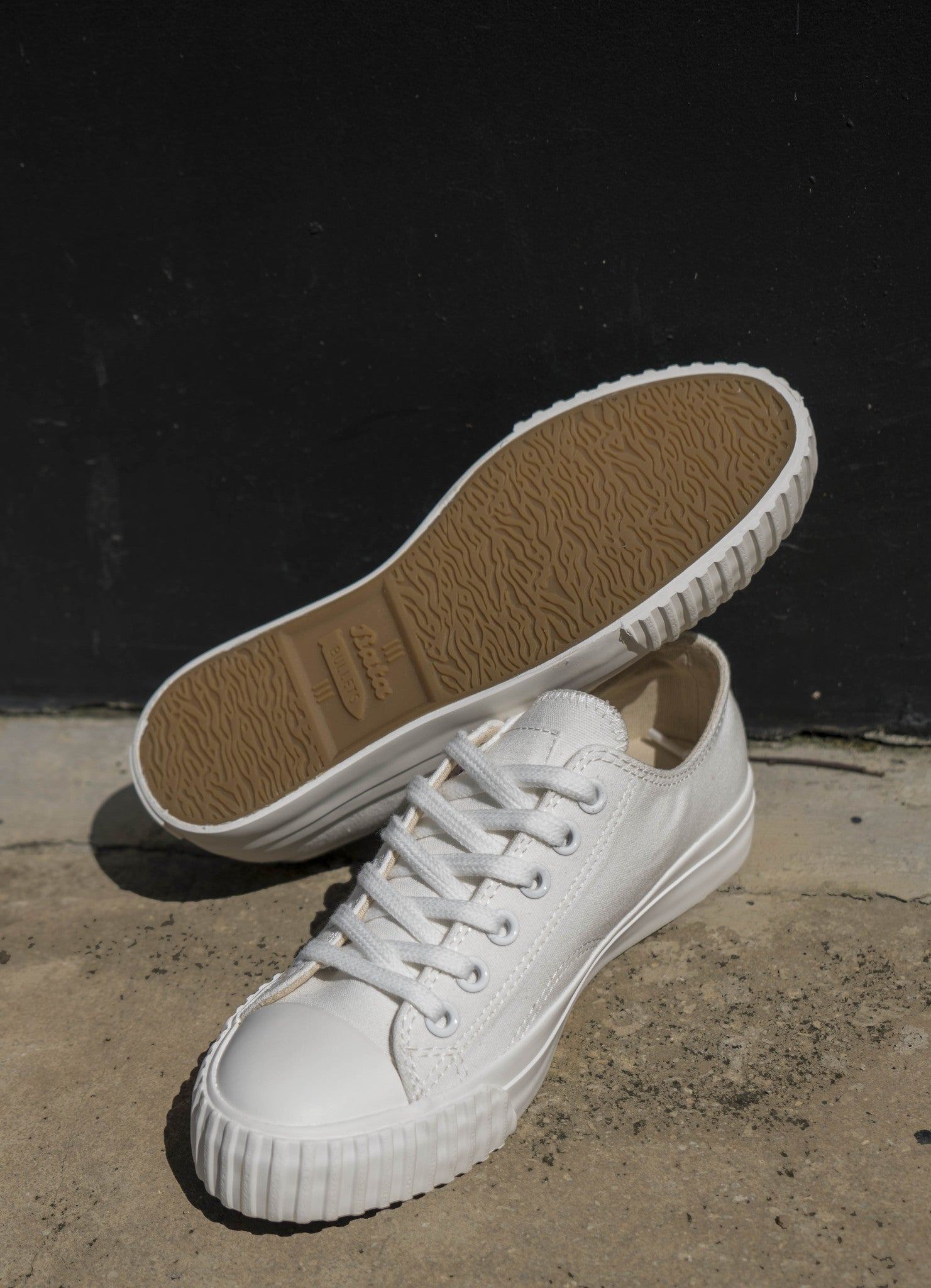 Bata Bullet White Low