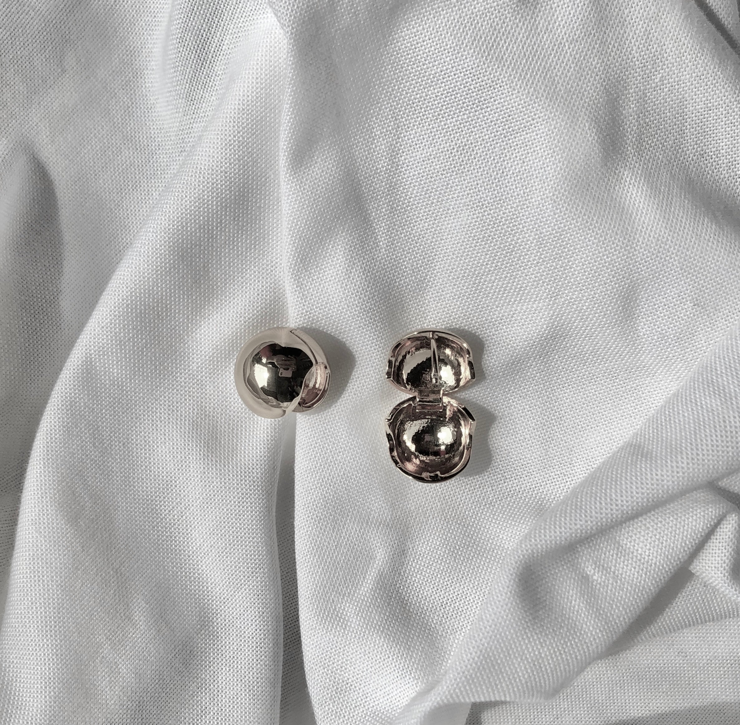 Ball Earrings in 925 Silver by Veronique