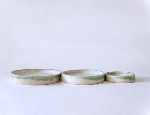 Serving Plates set of 3(Outline of horizons) by Vivian Lam