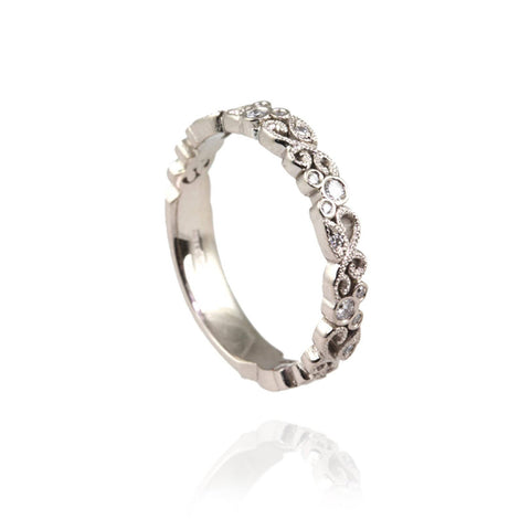 18ct White Gold and Diamonds Ring