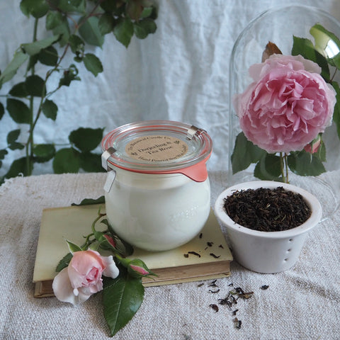 THE BOTANICAL CANDLE CO. 370ML LARGE WECK GLASS JAR CANDLE - DARJEELING AND TEA ROSE