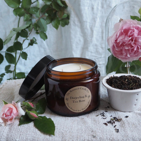 THE BOTANICAL CANDLE CO. 500ML LARGE AMBER GLASS JAR CANDLE - DARJEELING TEA ROSE