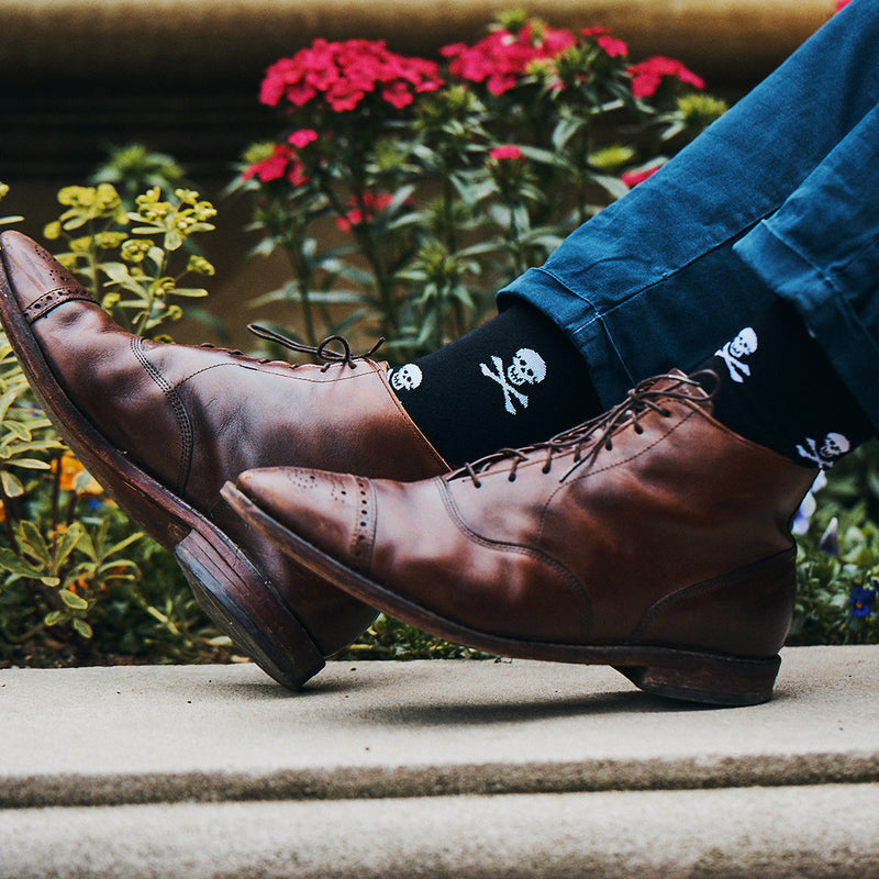 Skull and Crossbones Socks - Men's Mid Calf - SummerTies